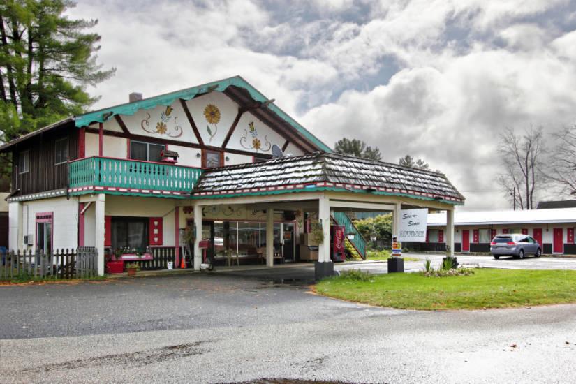 Sun N' Snow Motel